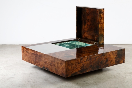 Table Bar in lacquered parchment by Aldo Tura, Italy, circa 1970, 100 x 100 x 30 cm