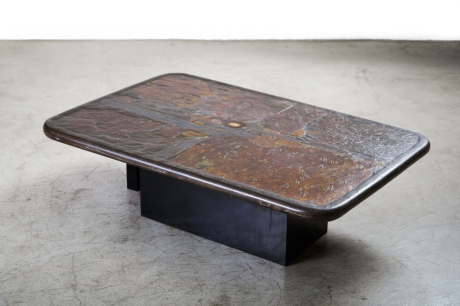 Sculptural coffee Table by stone artist Paul Kingma. The top is made of concrete, slate and various stones encrustation with black metal feet. Netherland, circa 1991, L 119 W 78 H 32 cm