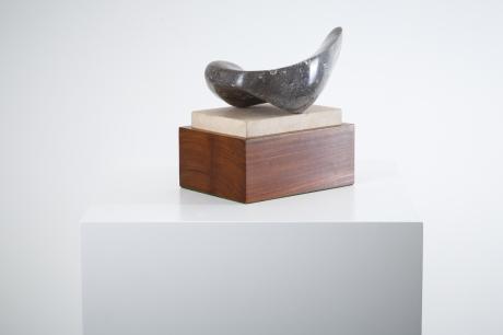 Marble sculpture signed H.L, 1980, L 30 cm