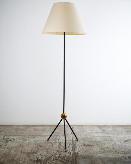 Tripod Floor lamp in metal and bronze, H 190 cm – base width +/- 40 cm.