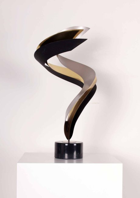 Curtis Jere Flame Sculpture, Brass, Aluminium and Painted Metal, Black Marble Base, USA (Original label on the base), H 70 cm