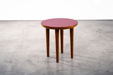 Oakwood and Formica Small Round Table, Design by XXe Siècle, H 47 Diam 45 cm (available in different colors)
